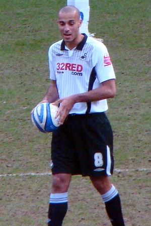 Darren Pratley - Darren Pratley playing for Swansea City