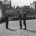 De prins begroet de commandant van de erewacht van de Binnenlandse Strijdkracht…, Bestanddeelnr 900-4748.jpg