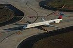 Delta N940DN McDonnell-Douglas MD90 (32923269515).jpg