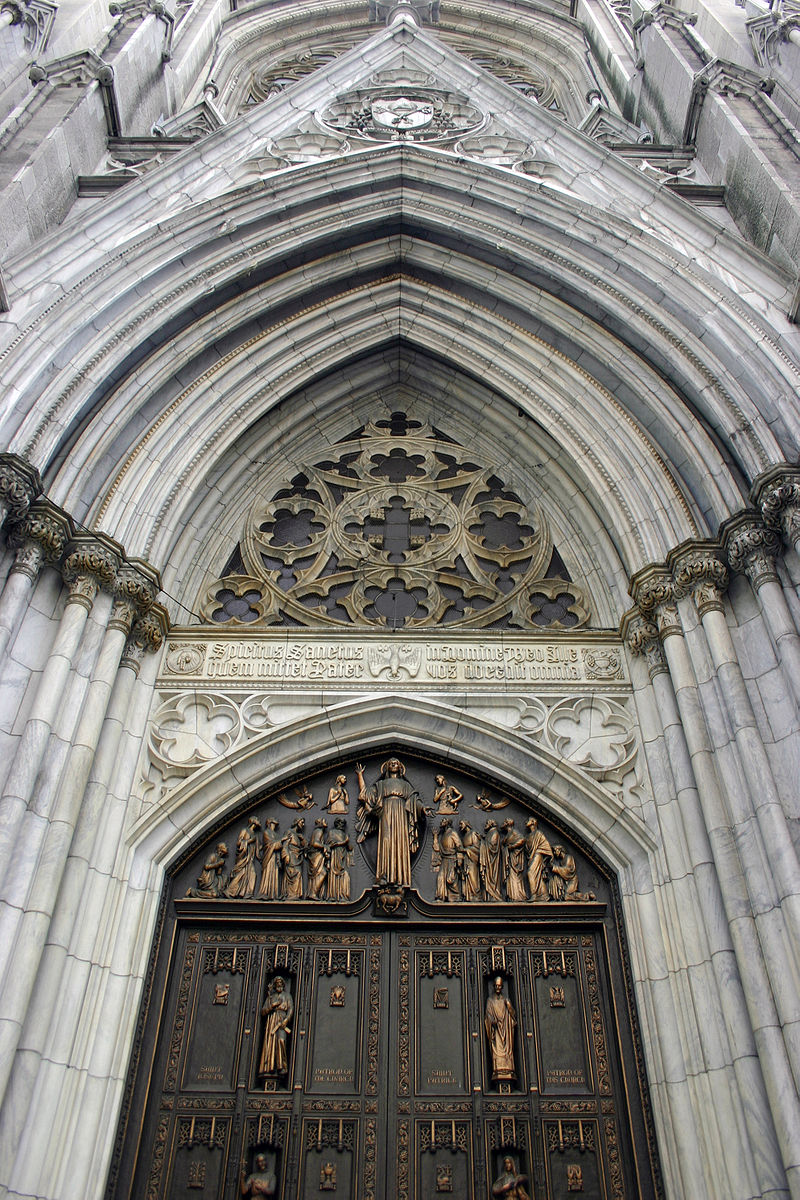 Detail of the facade of St Patrick%27s Cathedral in New York City.JPG