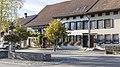 Dorfbrunnen über dem Wisebach und Häuser Dorfstrasse 73 & 75.jpg