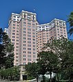 Edgewater Beach Apartments (10127059874).jpg