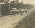 Een groep wandelaars onderweg met onbekende bestemming. – F42252 – KNBLO.jpg