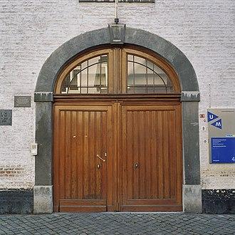 University College Maastricht - Image: Entreedeur aan straatzijde Maastricht 20364823 RCE