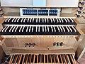 Erding-Klettham, St. Vinzenz (Orgelanlage, Spieltisch) (3).jpg