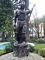 Escultura Tóqui Lautaro Plaza de Armas de Curicó.jpg