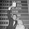 Eurovisie Songfestival 1966 te Luxemburg. De winnaar Udo Jürgens met de winnares, Bestanddeelnr 918-9214.jpg