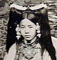 Face detail, Rinchen Dolma Taring (aka Mary Tsarong) with headdress in 1921 (cropped).jpg