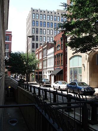 Fairlie–Poplar, Atlanta - Buildings in the neighborhood