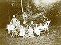 Famille de Paul Vuillot à Malesherbes 1900.jpg