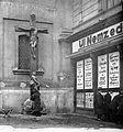 Ferenciek tere, Belvárosi Ferences templom bejáratától jobbra. Fortepan 2830.jpg