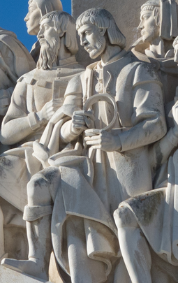 Effigy of Ferdinand Magellan in the Monument of the Discoveries, in Lisbon, Portugal. Fernao de Magalhaes - Padrao dos Descobrimentos.png