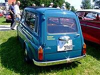 Vista di tre quarti anteriore, posteriore, di una 500 Giardiniera del 1969.