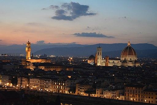 Piazzale Michelangelo al tramonto, con veduta del Duomo di Santa Maria del Fiore, degli Uffizi, di Santa Croce e di Palazzo Vecchio