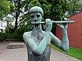 Flötenspieler (Richard Steffen) HamburgSasel (3).jpg