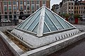 Fontaine Pyramide Place Rihour Lille 1.jpg