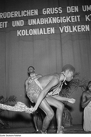 Fodéba Keïta - Image: Fotothek df roe neg 0006215 004 Auftritt eines afrikanischen Ensembles unter der