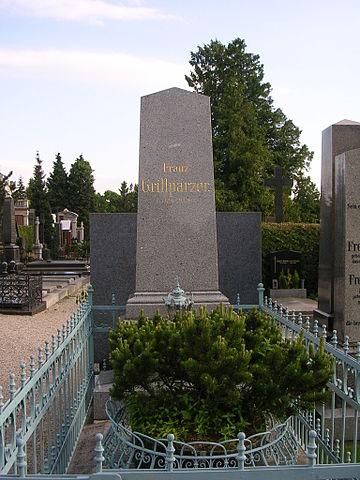 Могила Грильпарцера на венском кладбище Хитцинг