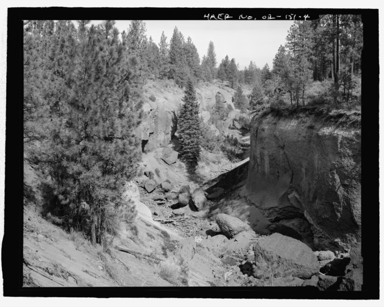 "File:GENERAL VIEW (DOWNSTREAM) OF THE COLUMBIA SOUTHERN CANAL'S ""BIG CUT."" LOOKING NORTH-NORTHEAST - Tumalo Irrigation District, Tumalo Project, West of Deschutes River, Tumalo, Deschutes HAER OR-151-4.tif"