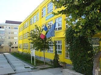 Târgu Frumos - Image: Garabet Ibraileanu.Primary School.Tg.Frumos.ROM ANIA