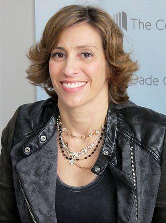 Kami Garcia - Garcia at the Miami Book Fair International 2014