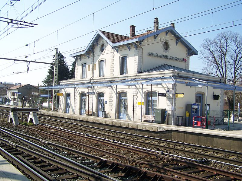 Sight on building, platforms and tracks of Meximieux-Pérouges railway station, in French department of Ain.