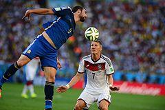 Higuaín e Bastian Schweinsteiger nella finale dei Mondiali 2014