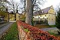 Grafenstein Schlossweg 1 Schloss mit Nebengebäude Einfahrt 05112011 034.jpg