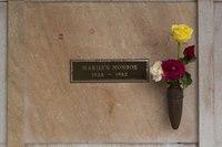 Grave stone of Marilyn Monroe at Pierce Brothers Westwood Village Memorial Park Cemetery, 1218 Glendon Avenue, Los Angeles, California LCCN2013632347.tif