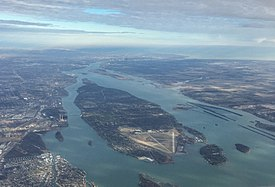 Grosse Ile Michigan aerial Jan2016.jpg