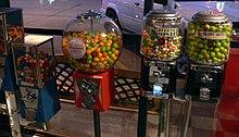 Изображение - Автомат с пиццей 220px-Gumball_machines_Dallas_2008