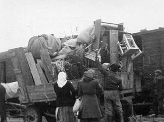 Slovakization - Deported Hungarians of Gúta (Kolárovo) in Mladá Boleslav, Czechoslovakia, February, 1947 (photo: Dr. Károly Ravasz)