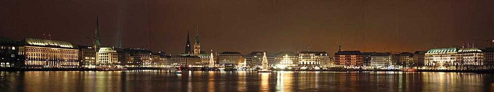 Hamburg weihnachtliches Alsterpanorama 3100-3109 klein.jpg