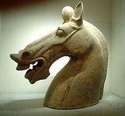 Escultura de cabeça de cavalo, dinastia Han.