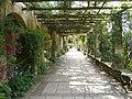 Hever Castle Gardens - panoramio.jpg