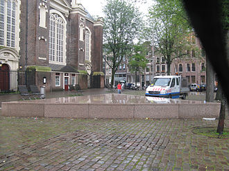 Monument situé à Amsterdam en hommage aux homosexuels déportés.