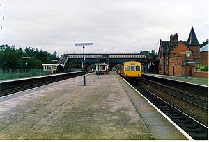 Hooton railway station - A British Rail Class 101 DMU at Hooton, bound for Chester or Helsby, in 1989. The newly electrified line from Liverpool served the other side of the island platform.