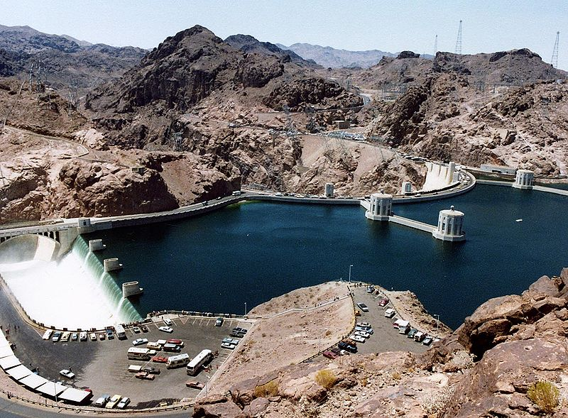 Tập tin:Hoover Dam and Arizona Spillway, 1983.jpg