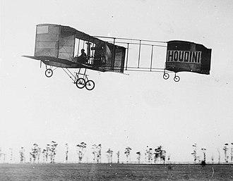 Voisin - Harry Houdini in Voisin-Farman