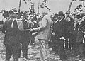 Ignacy Mościcki przyjmuje odznakę KK 1 (1930).jpg