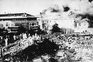 Imperial Hotel, Tokyo - The hotel (left) shortly after the 1923 earthquake (on the right burning is the Kangyō Bank)