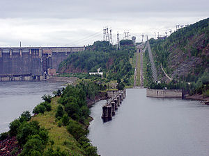 Krasnoyarsk Dam - The dam's canal inclined plane, an electric rack railway