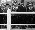 Is kaires- Generolas Gerulaitis, Smetonos desineje KAM Ministras Balys Giedraitis, kairėje Generolas Petras Kubiliunas.jpg