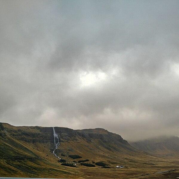 File:Isländskt vattenfall.jpg
