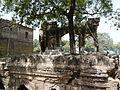 Jahaz Mahal tomb platform (3701669974).jpg