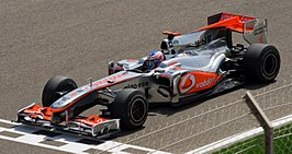 Jenson Button in de MP4-25, Bahrein International Circuit