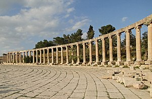 English: South colonnade of the Oval Forum of ...