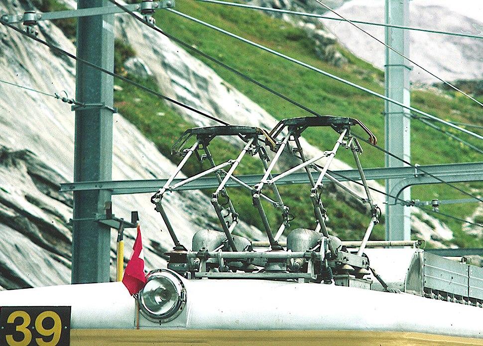 Jungfraubahn close-up both pantographs