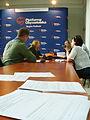 Kandydatka Hanna Piotrowska oraz komendant Hufca ZHP w Białymstoku zadeklarowali pomoc w wypełnianiu dokumentów umożliwiających głosowanie (6148040938).jpg