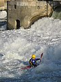 Kayaking at the dam of Noisiel3.jpg